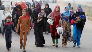 Families flee Mosul fighting as reports of ISIL massacres emerge