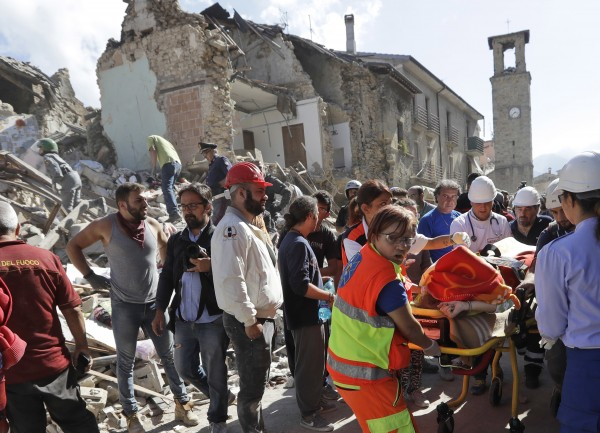Quake: Victims' funerals in Amatrice not Rieti Renzi steps in after survivors' protest