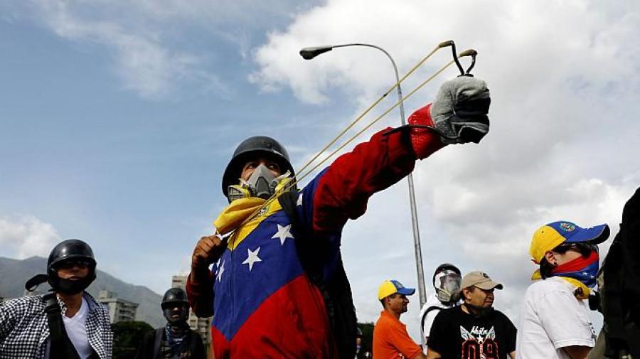 Venezuela: nuove proteste, muore 17enne e quasi 200 feriti a Caracas