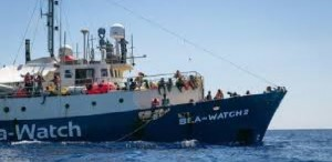 Migranti - Sea Watch va in soccorso del barcone in avaria