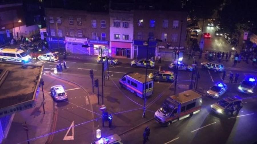 Attacco terroristico a Londra, furgone sulla folla: un morto e venti feriti