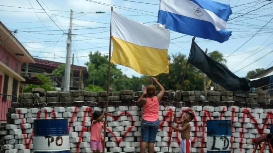 Nicaragua: studenti portati da chiesa a cattedrale Managua