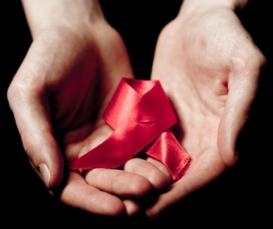 Ogni due minuti un giovane si ammala di AIDS