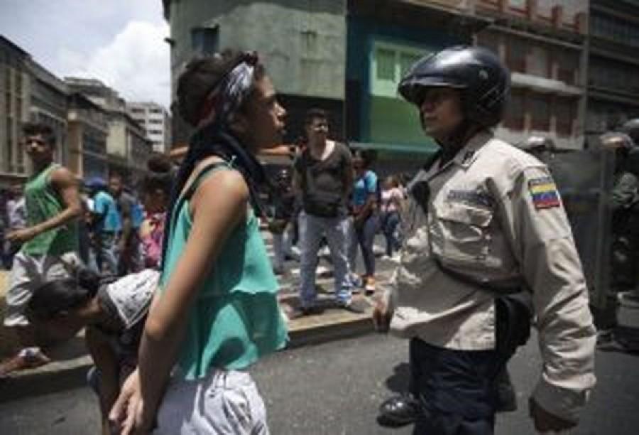 Venezuela, altri 2 giovani uccisi. Le proteste non si fermano