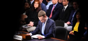Facebook è stata multata per 566 mila euro per lo scandalo Cambridge Analytica