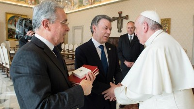 Pope meets Colombian leaders divided over FARC peace deal
