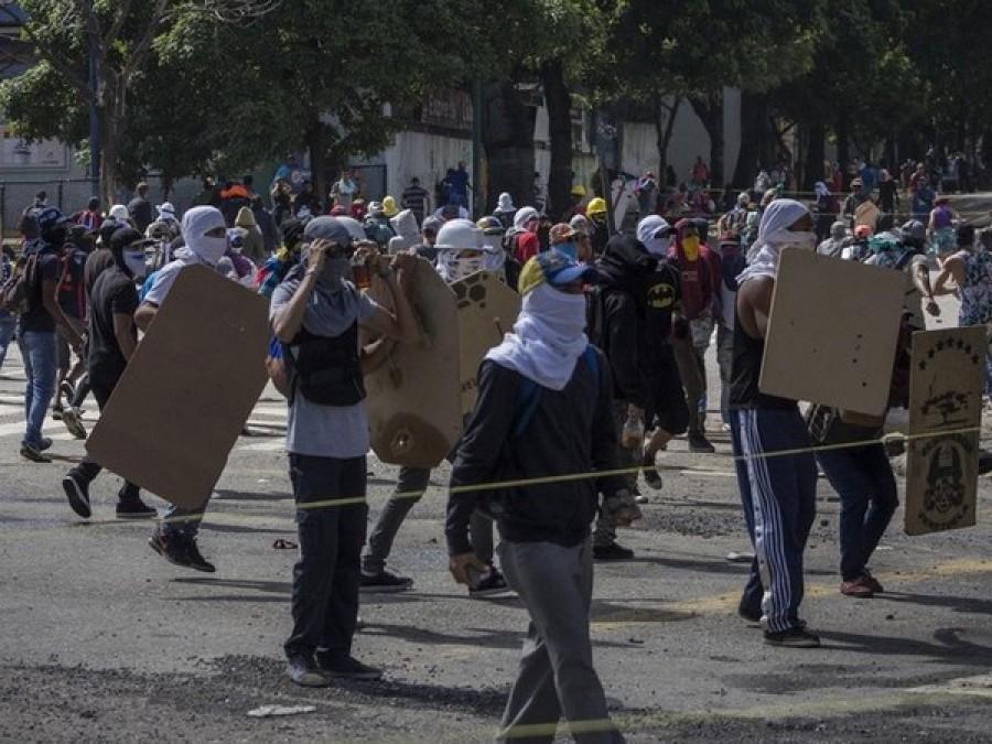 Alta tensione in Venezuela, ucciso candidato Costituente a Bolivar dimensione font +