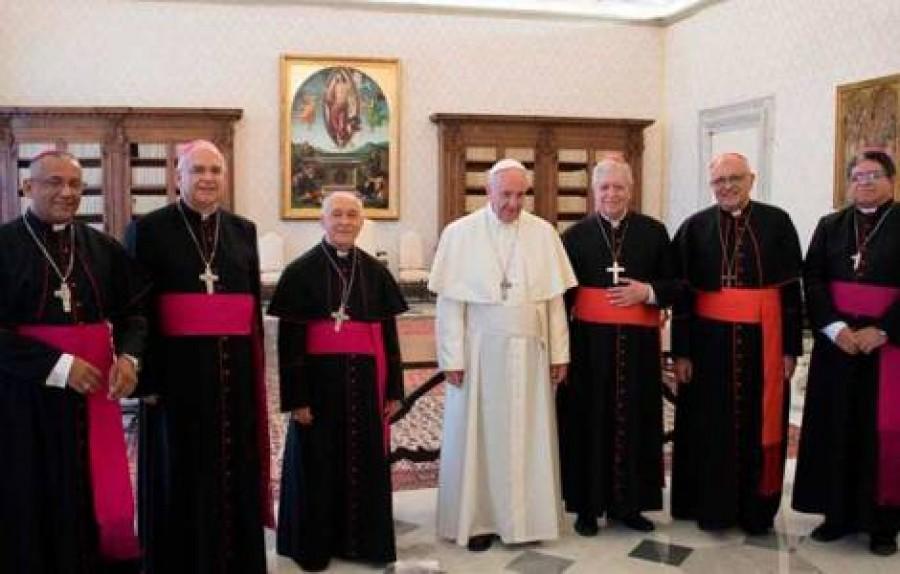 Papa: terrorismo e migranti sfide Italia