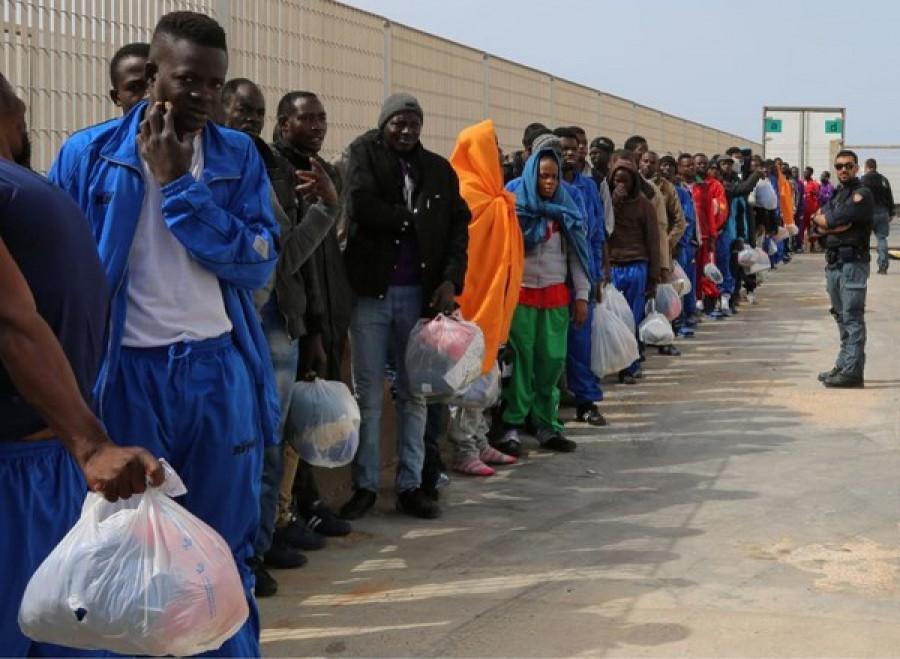 Migranti, ok della Ue al codice italiano per le Ong