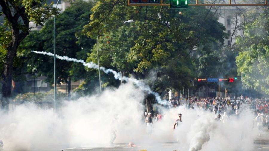 Venezuela, opposizione porta folla in piazza contro Maduro