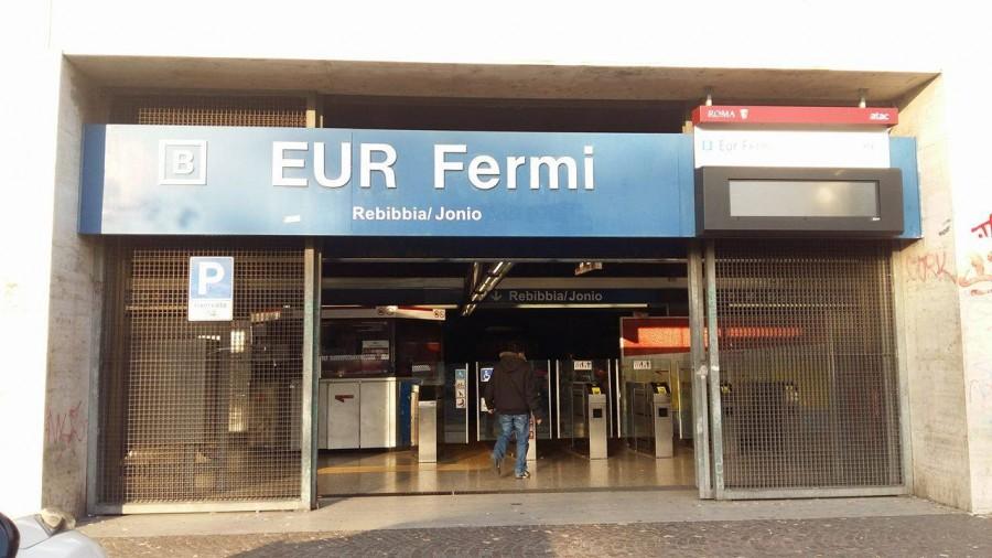 Roma, è grave il 15enne caduto sulle rotaie della metro