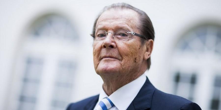 Roger Moore è morto: addio a James Bond