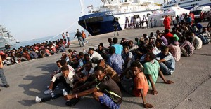Hundreds of migrants arrive in Sicily