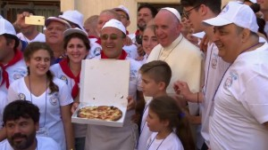 Pope shares pizza lunch with the poor