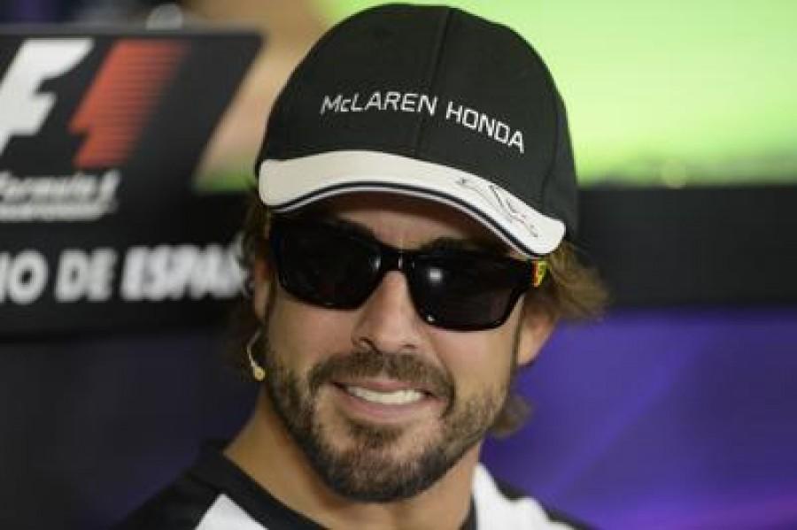 Mercedes, Alonso si chiama fuori: