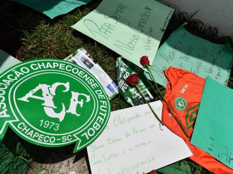 Calcio: Lecce e Foggia in campo con logo Chapecoens su maglie