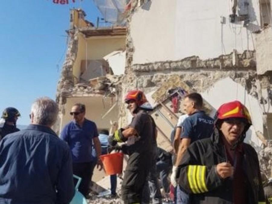 Crolla una palazzina a Napoli: in partenza Vigili specializzati da Grosseto