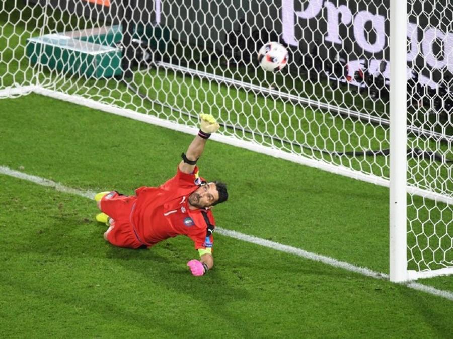 Buffon idolatrato dai media francesi: