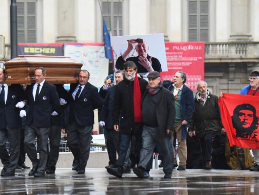 Dario Fo, l'ultimo saluto con una cerimonia laica in piazza Duomo