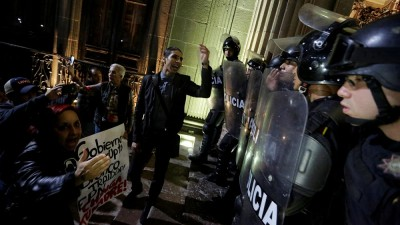 Petrol price hike sparks protests and looting in Mexico