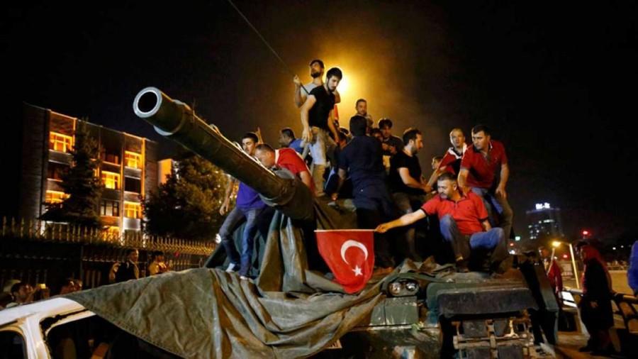 Turchia, 6mila arresti per il golpe. Il ministro: