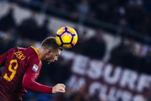 Soccer: Roma trim Juve's lead to four points Napoli and Fiorentina draw 3-3