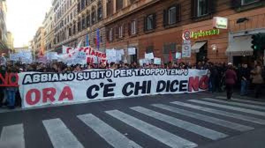 Renzi a Vicenza, la contestazione:
