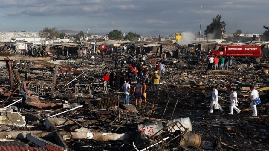 Tultepec: impressionante esplosione di fuochi d'artificio in Messico