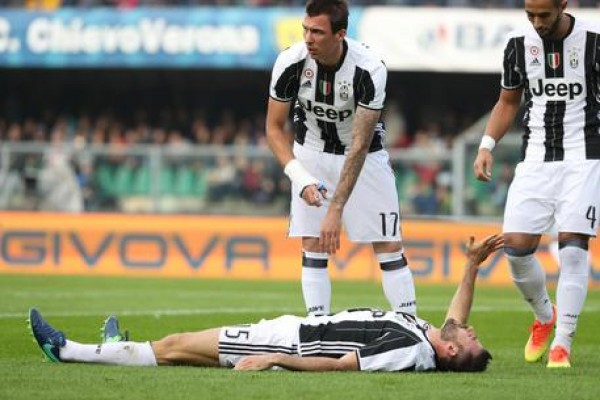 Soccer: Juventus defender Barzagli out for two months