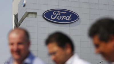 Peso slumps as Ford cancels Mexico plant