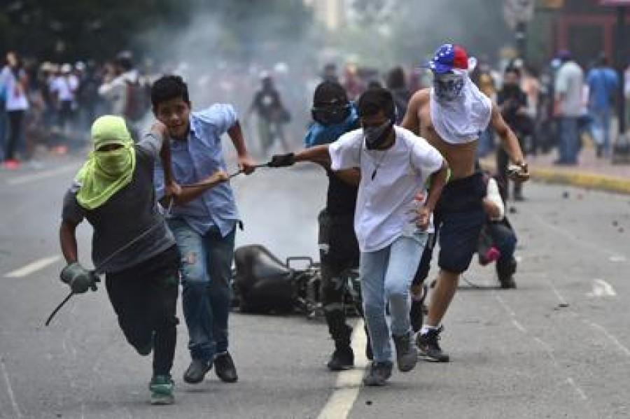 Venezuela: Pence, Trump punta a soluzione pacifica