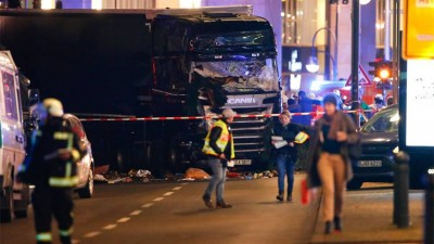 Berlin: detain suspect after several killed in deadly Christmas market truck crash
