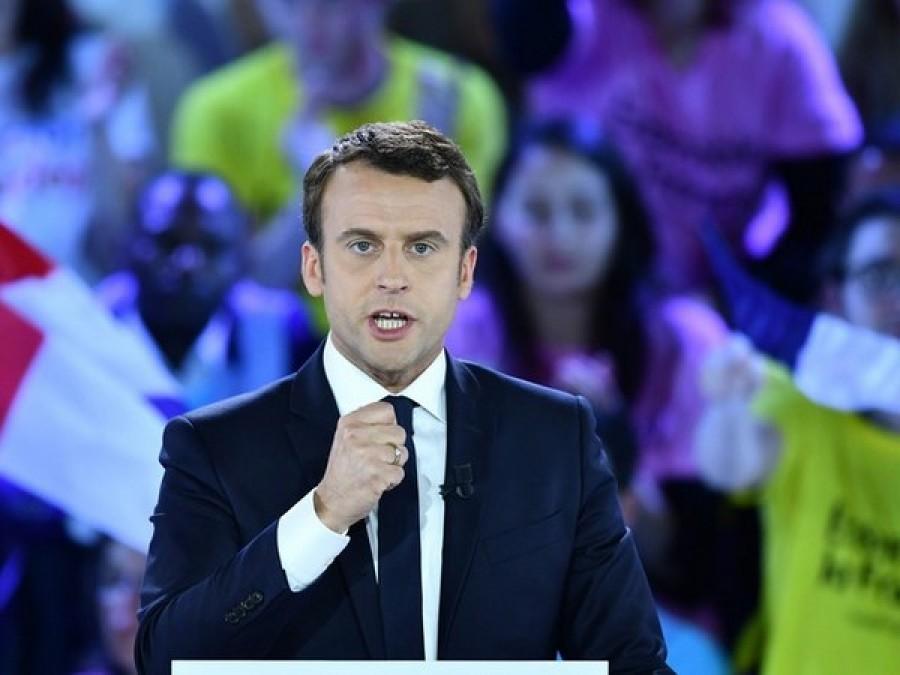 Macron al Louvre, la camminata e l'Inno alla gioia