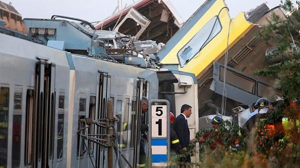 Italian PM calls for full investigation into head-on rail collision
